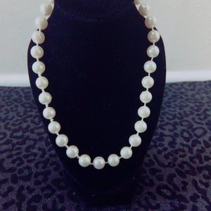 Jewelry - Cream Pearl Necklace